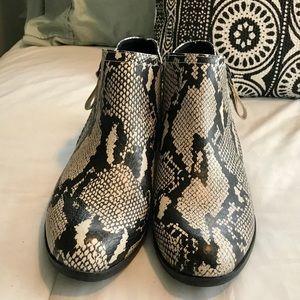 Arizona Jean Co Memory Foam Snake Skin Zip Booties